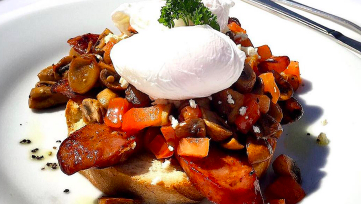 Breakfast with Mimosas or Prosecco in Port Melbourne $35 VALUED AT $64.80 SAVE 46% OFF